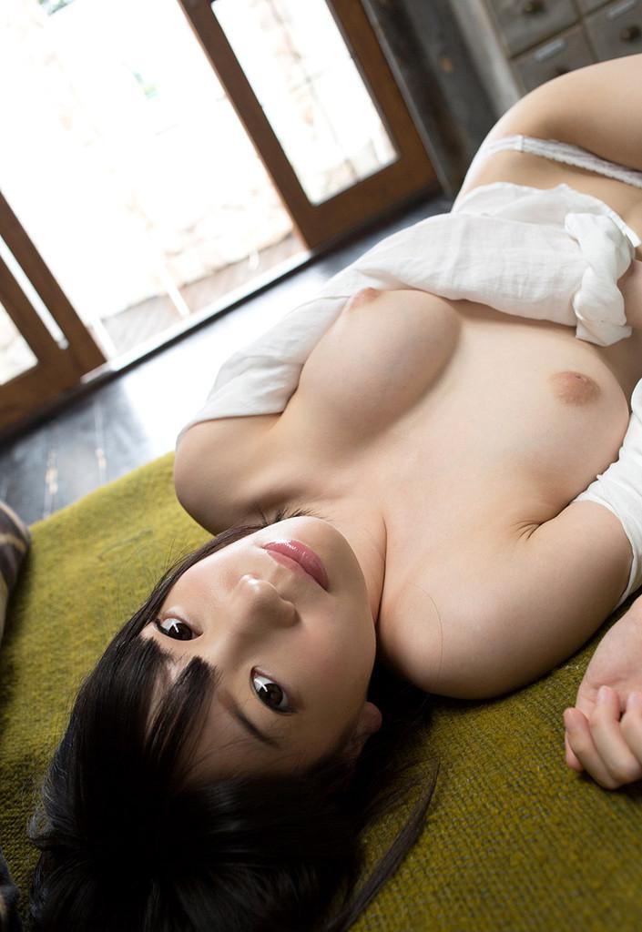色白美乳ちゃんはショートが似合う素朴な子だった。 鈴木心春